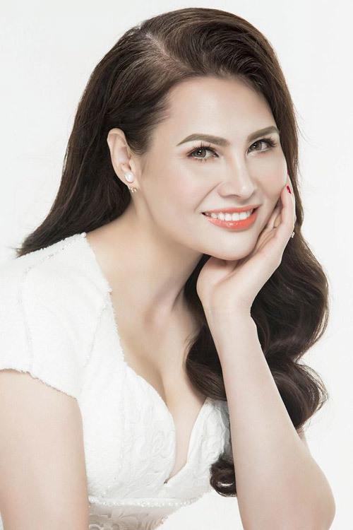 Hoa hậu Joanna Ngô Thanh Vân dịu dàng sắc trắng tinh khôi
