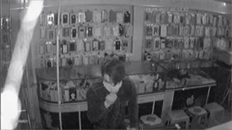 Bắt tên trộm đu dây như đặc nhiệm, 'khoắng' cửa hàng ĐTDĐ