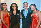 Công chúng sốc khi biết tên thật của ái nữ nhà Obama