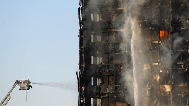 Cháy chung cư ở Anh, hàng chục người nhập viện