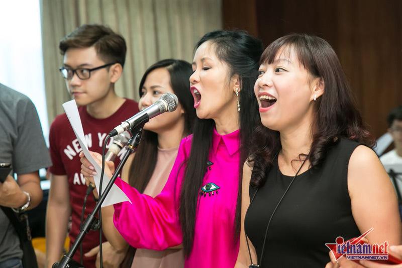 Ca sĩ Hồng Nhung U50 vẫn trẻ trung khó tin
