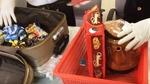 Bí mật bạc tỷ trong hộp bánh quy qua cửa khẩu sân bay Tân Sơn Nhất