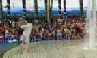 Nam thanh niên nhảy phản cảm ở Công viên nước Đầm Sen