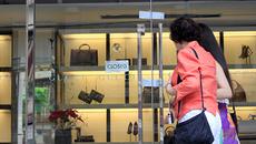 Ông bà trùm hàng hiệu, cứ lừa 130 tỷ tại Eximbank