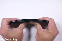 Tra tấn, bẻ cong, thử độ bền HTC U11 với dao và lửa