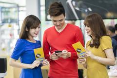 Smartphone 5 triệu đắt khách, dân Việt chi 1 tỷ USD lên đời điện thoại