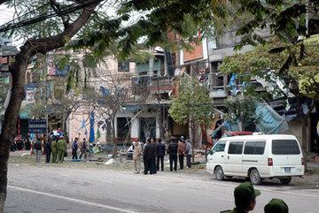 Kẻ gài mìn nhà GĐ Công an tỉnh Thái Nguyên bật khóc tại tòa