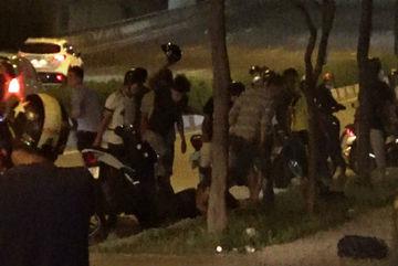 Hỗn chiến sau va chạm giao thông, 3 người bị thương nặng