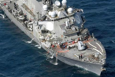 Tàu chiến Mỹ va chạm với tàu hàng ngoài khơi Nhật Bản