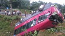 Hà Giang: Xe khách lật nhào, nhiều người bị thương