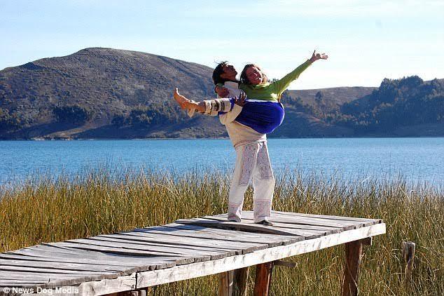 Cặp vợ chồng 'ăn không khí' gần chục năm tiết kiệm tiền đi du lịch