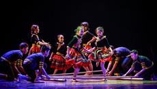 Vợ chồng trưởng nhóm Big Toe 'mướt mồ hôi' với vở vũ kịch Sắc màu tuổi thơ