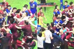 Oscar châm ngòi màn loạn đả ở giải bóng đá Trung Quốc