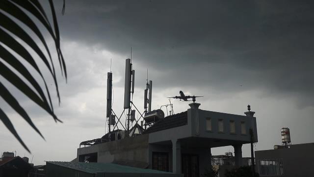 Cuộc sống người dân dưới 'phễu bay' Tân Sơn Nhất