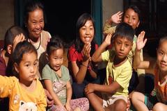 Người mẹ vĩ đại nuôi 9 trẻ mồ côi chưa để đói một ngày