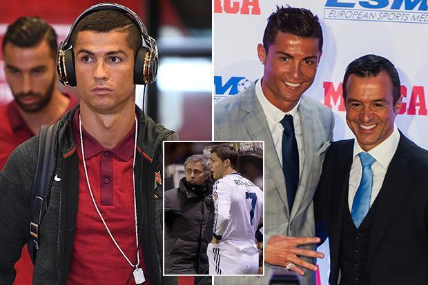 """Ronaldo cầu viện """"cò"""" Mendes mở đường máu sang MU"""