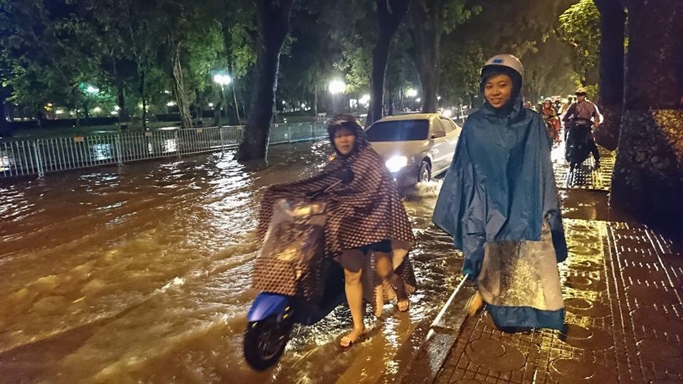 mưa ngập, phố cổ