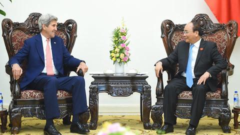 Thủ tướng Nguyễn Xuân Phúc tiếp cựu Ngoại trưởng Hoa Kỳ John Kerry