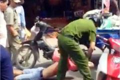 Người bán hàng rong bị bắt vì vung dao đâm công an