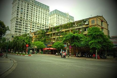 """Ngắm khu tập thể """"già nua"""" vẫn đẹp lạ thường ở Hà Nội"""