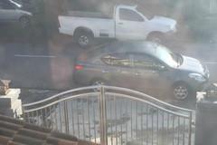 Chàng trai chờ 7 tiếng để gặp bằng được chủ xe đỗ chắn cổng nhà