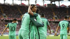 Ronaldo qua mặt Messi, Di Maria bị phanh phui