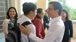Phó Thủ tướng Vũ Đức Đam trò chuyện với thí sinh và phụ huynh Cần Thơ
