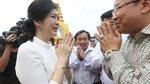 Cựu Thủ tướng Thái Yingluck khóc trong sinh nhật