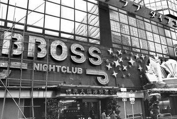 Góc khuất trong hộp đêm nổi tiếng bậc nhất Hồng Kông
