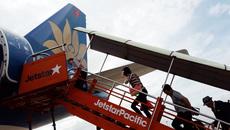 Vì sao mua vé hãng này lại đi máy bay của hãng khác?