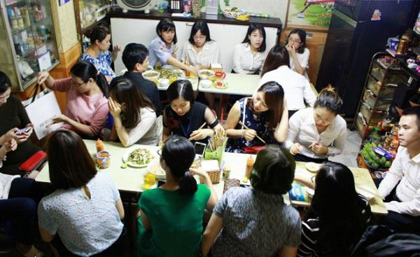 Phở gà Hà Nội có gì đặc biệt mà phải vào tận ngõ nhỏ để ăn?
