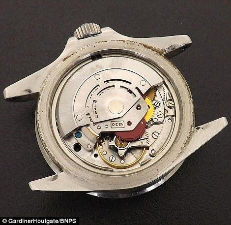Chiếc đồng hồ Rolex cũ rích, trầy xước được bán giá hơn 3,5 tỷ