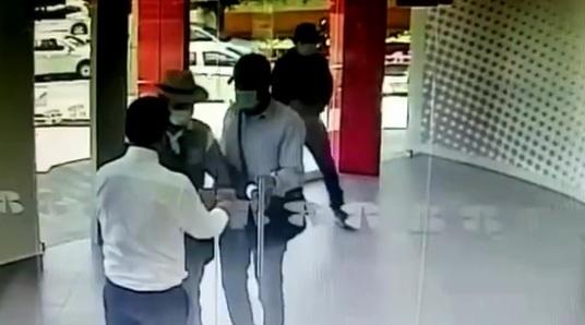 Băng cướp ngân hàng bị chặn đứng trong 1 giây