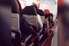 Máy bay chở hơn 300 người rung lắc như máy giặt giữa không trung