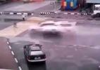 Hậu quả khi người phụ nữ sang đường cố đua tốc độ với ô tô