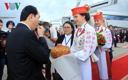 Belarus đón Chủ tịch nước với nghi thức dành cho khách quý