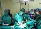 Bác sĩ cho ngưng tim bé trai lấy kim khâu nằm trong tim 2 tháng