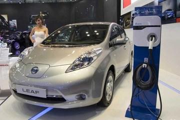 Campuchia làm ô tô điện từ lâu, Việt Nam vẫn tranh cãi