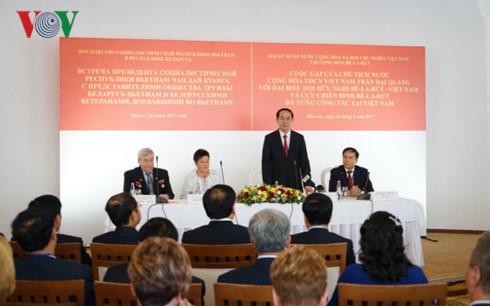 Chủ tịch nước gặp mặt cựu binh Belarus từng chiến đấu ở VN