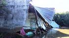 'Hà bá' nuốt chửng dãy nhà ở Sài Gòn, dân thục mạng tháo chạy