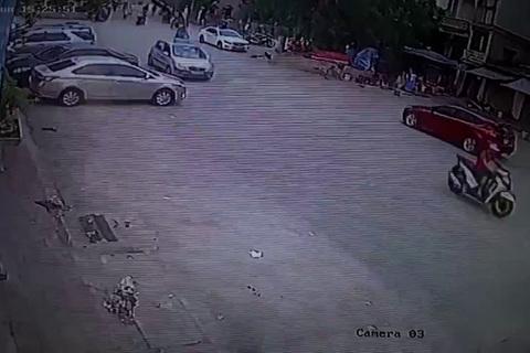 Quay đầu xe gây tai nạn, hành động tiếp sau của tài xế còn gây bức xúc hơn