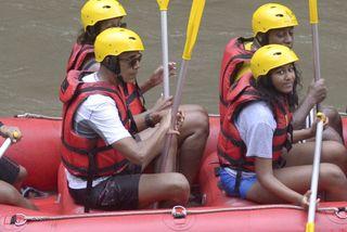 Gia đình Obama cùng nhau chèo thuyền