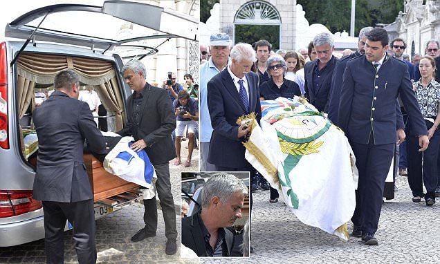 Mourinho rưng rưng tiễn đưa cha về nơi chín suối