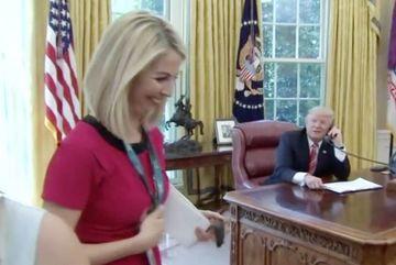 Nữ phóng viên được ông Trump khen có nụ cười đẹp