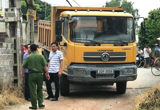 Cháu bé 18 tháng tuổi bị xe tải cán tử vong