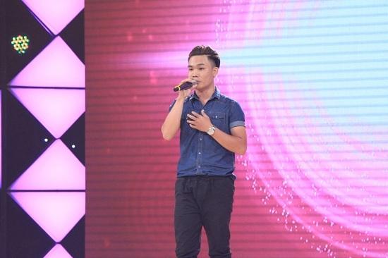 Cảm động nam phóng viên thi hát giúp bé trai ung thư ruột