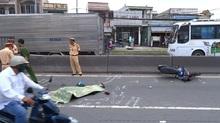 Nữ sinh viên đại học bị ôtô cán chết