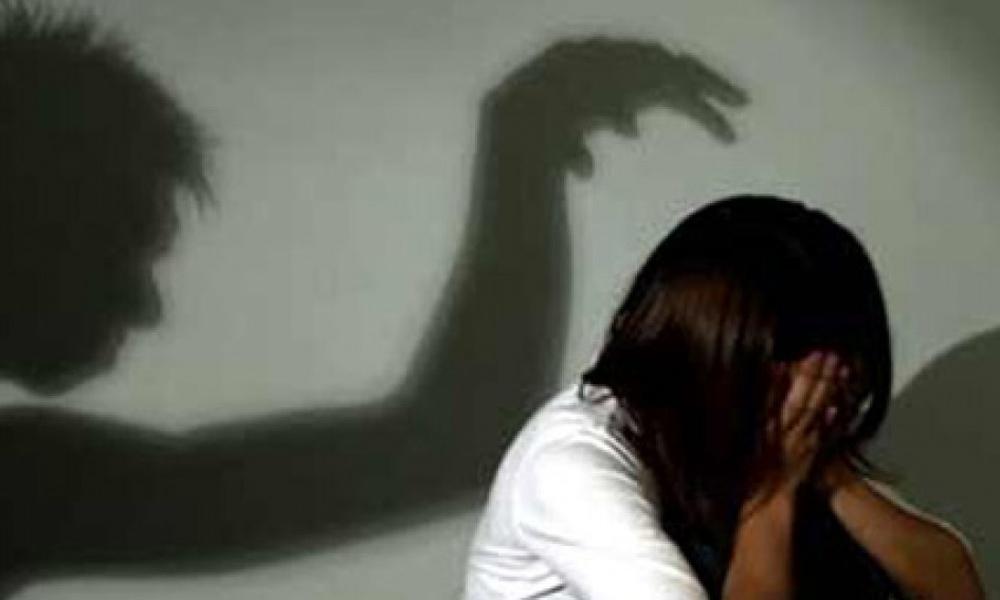 Gã thợ xây 5 năm hiếp dâm hai bé gái 6 tuổi