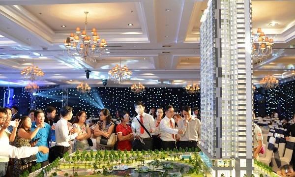 Chục ngàn căn hộ chào hàng: Nguy cơ ế, vẫn 'cố thủ' tăng giá