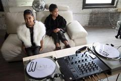 Cặp DJ sinh đôi 11 tuổi trở thành hiện tượng âm nhạc mới